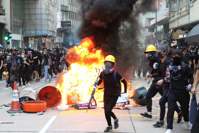 反抗  ― 香港は、今 ―     / Noriyoshi Shibata