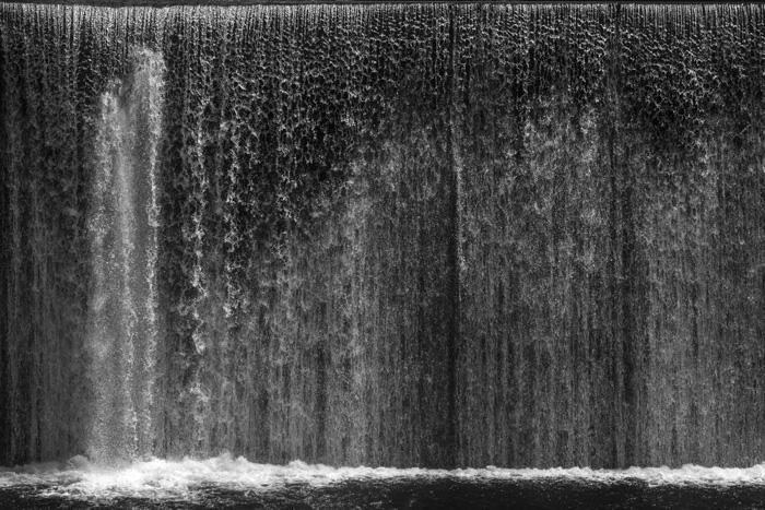 水が落ちる / Hagumu Shidachi
